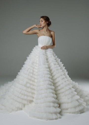 Isidora gown, 2019, couture, gown, dress, bridal, off-white, tulle, embroidery, train, lacing corset, full silhouette, popular