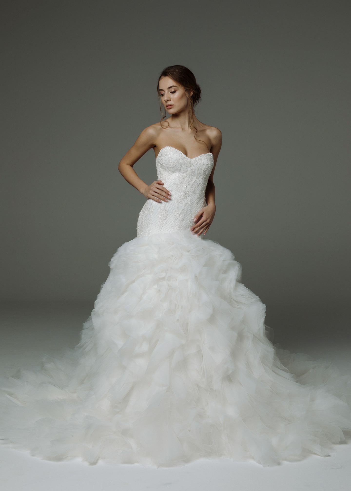 Jacqueline gown, 2019, couture, dress, bridal, off-white, tulle, embroidery, train, lacing corset, mermaid, discount, sale
