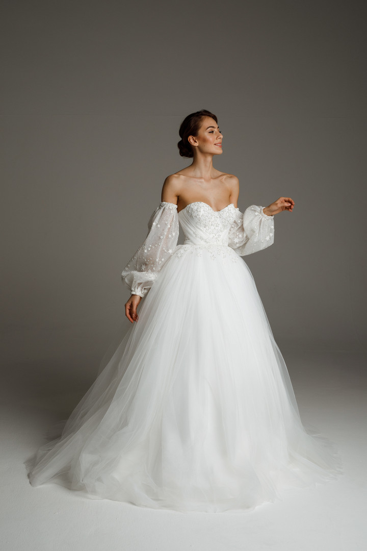 Ines gown, 2020, couture, dress, bridal, off-white, tulle, sleeves, A-line, lacing corset