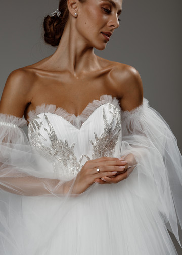 Melody gown, 2020, couture, gown, dress, bridal, off-white, tulle, embroidery, A-line, train, sleeves